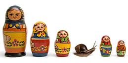 Jeux pour tout petits: Le infiltré (poupées - fruits - animaux) Les enfants jouent, accompagnés par les mamans et les papás.